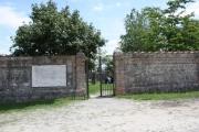 Le porte del cimitero Casaglia oggi
